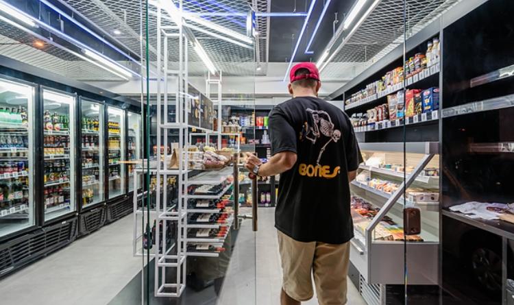 Resultado de imagem para imagens de Lojas sem caixa nem estoque exigem mudanças nos vendedores